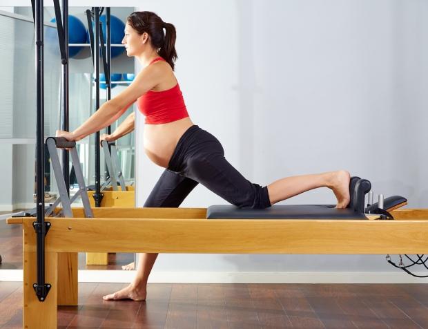 Pratiquer le Pilates en période prénatale prépare la naissance et permet de récupérer plus facilement après !